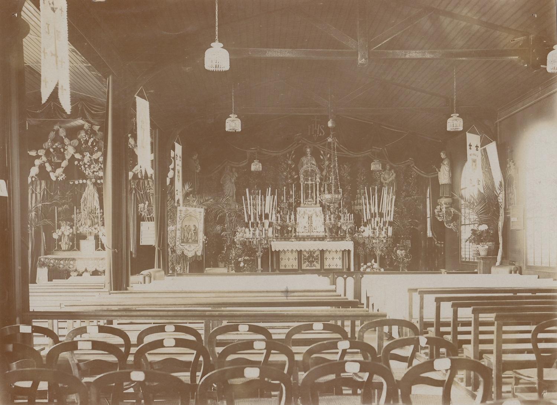 Chapelle-grand-autel-dans-les vieux-batiments